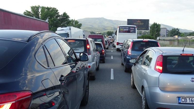 Зам.-министър се срещна с гръцкия посланик заради хаоса на границата