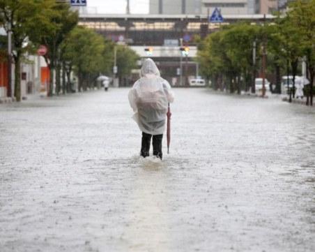 Придошла река заля старчески дом в Япония, 14 души загинаха