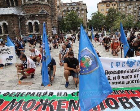 Протестът на полицаите в София: С маски и  спазване на дистанция