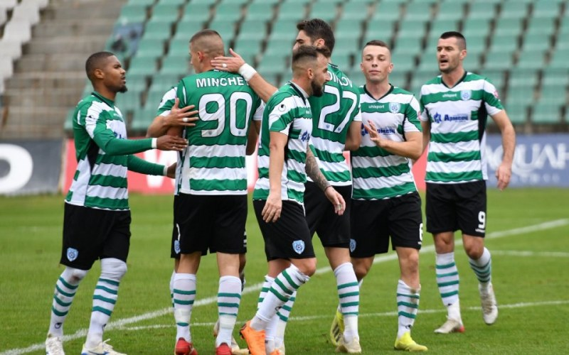 16 заразени от COVID-19 в български отбор от елита, може да затворят стадионите