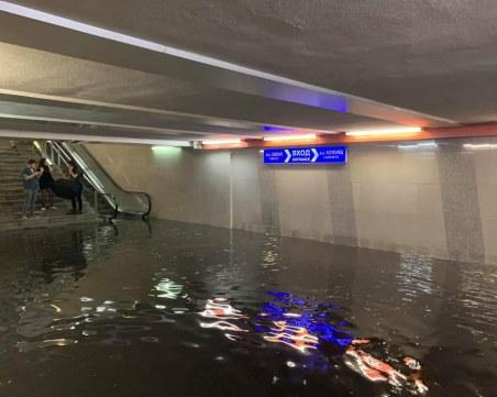 Воден апокалипсис в София, порой наводни улици и станции на метрото