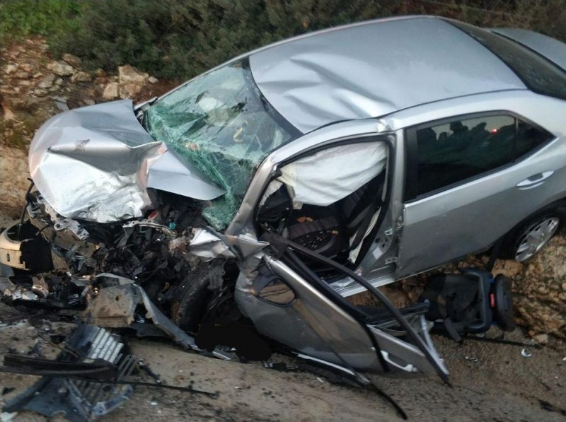 Пиян шофьор без книжка се заби в стълб в Пловдив, жена е в болница