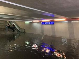 Порой в София, улици и станции на метрото - под вода
