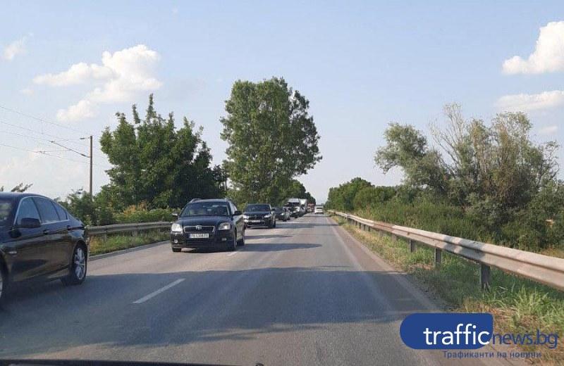 Три автомобила се нанизаха на един от входовете на Пловдив