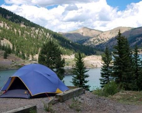 Дърво падна върху палатка и уби 29-годишна жена