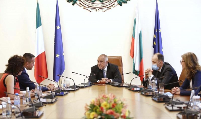 Италианският външен министър: Справихте се добре с кризата, следихме ви през цялото време