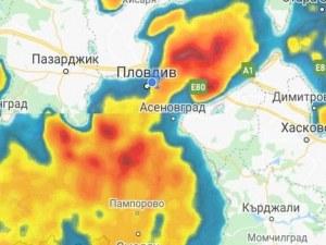 Пловдив окупиран от двете страни - черни облаци вещаят порой