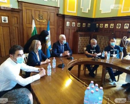 Ограничават масовите прояви в Пловдив, кметът се надява и на самосъзнанието на хората