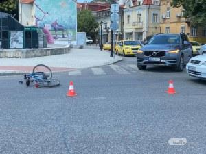 Автомобил блъсна колоездач в центъра на Пловдив