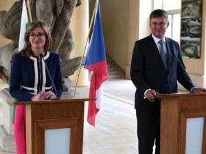 Захариева: Не трябва да допускаме отново затварянето на граници вътре в ЕС