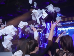 Затварят дискотеки и барове, мачовете - без публика