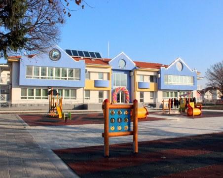 Пръскат дворовете на забавачките в Пловдив