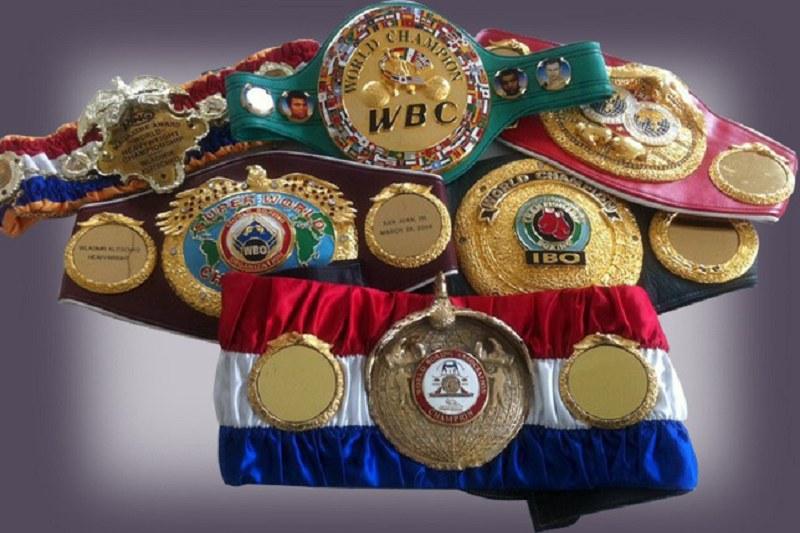 Финална осмица с Кобрата за обединяване на титлите в бокса