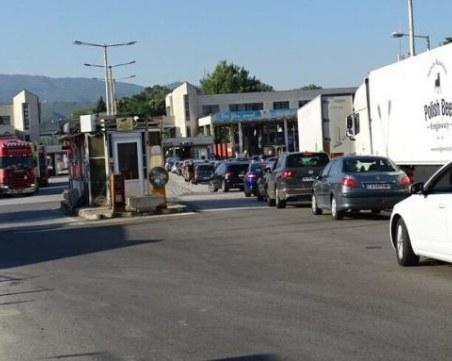 Гърция на практика затвори границата с България за три дни, пускат от 15 юли с PCR тест