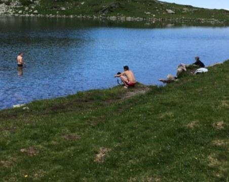 Сърби се изкъпаха на Седемте рилски езера, природозащитници се разнгевиха