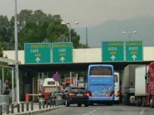 Ето защо Гърция затвори границата: 29 от 60 случая на COVID-19 са на български туристи