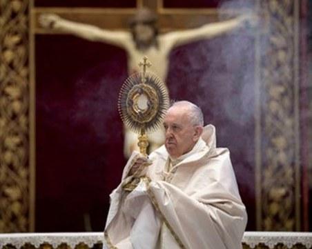 Папата натъжен от решението