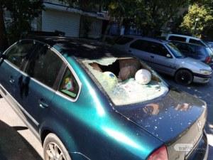 Изпотрошиха стъклата на няколко коли в Пловдив