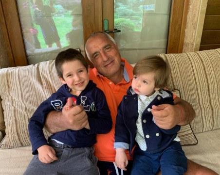 Бойко Борисов празнува рожден ден с внука си