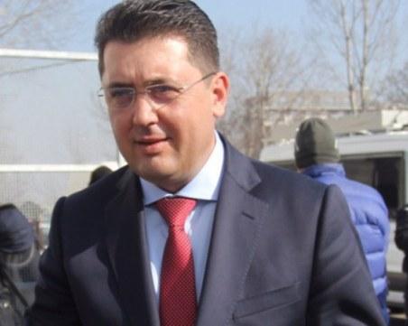 Откриха копие на делото срещу депутата от БСП  Манол Генов в кабинета на Пламен Узунов