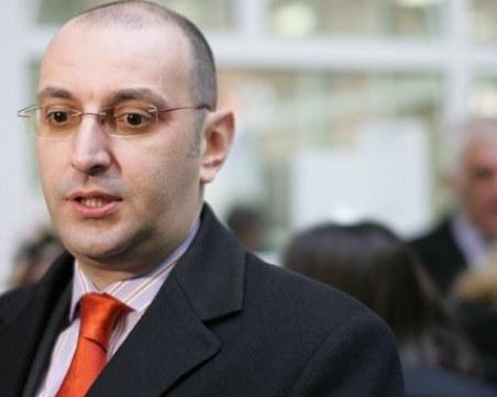 Икономист с коронавирус: Никой не му се обадил да му каже, че е положителен