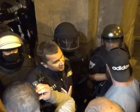 Стълпотворение в двора на президентството - задържаха младежи, след това ги пуснаха