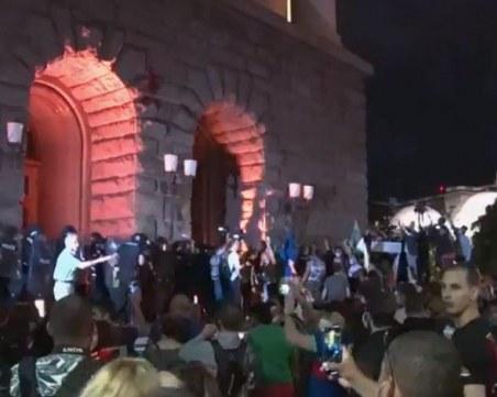 Издирват провокаторите на снощните протести, 13 души в ареста