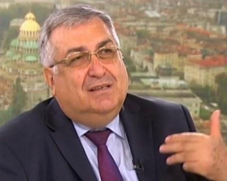 Професор Близнашки: Президентът ни тласка към власт на тълпата