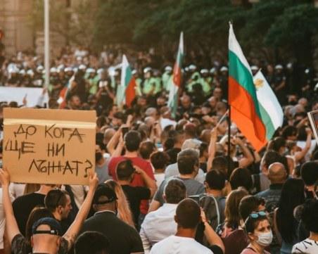 Протестите ще продължат, въпреки оставките на трима министри