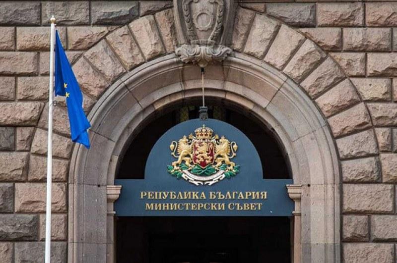 Министрите Горанов, Младенов и Караниколов подават оставки утре