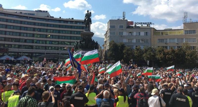Премиерът: Оставката няма да подобри социалното положение на протестиращите