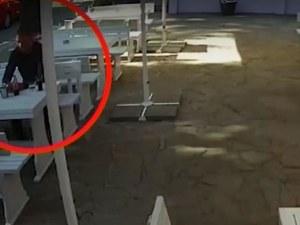 Мним служител на НАП пие без плаща в Бургас, издирват го