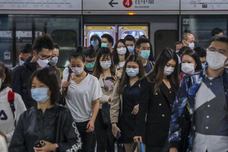Властите в Хонконг заявиха, че вирусът е извън контрола им след рекордния брой случаи