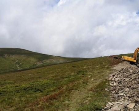 Багер и в Централен Балкан, ремонтирал съществуващ път