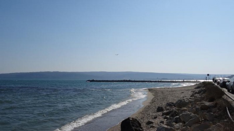 Убийство? Намериха труп на мъж в морето до плажа на Варна
