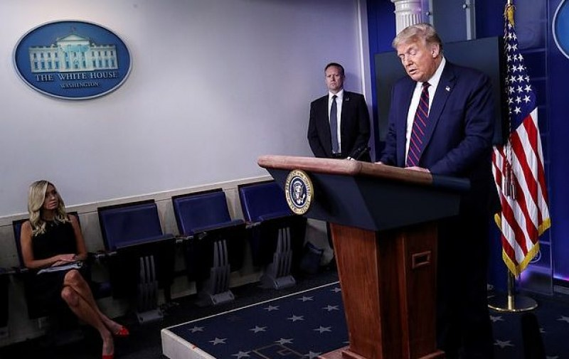 Тръмп предупреди: Най-лошото предстои, носете маски, не влизайте в барове