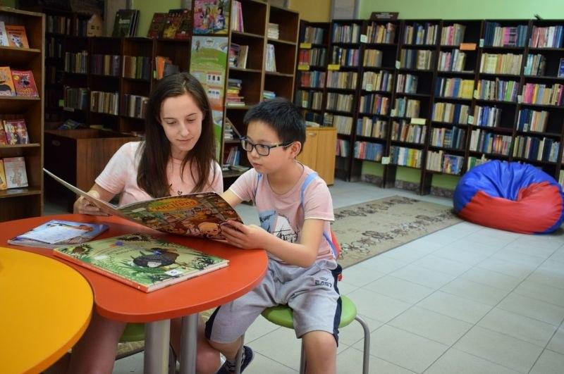 9-годишно китайче чете книги и учи български в Асеновград