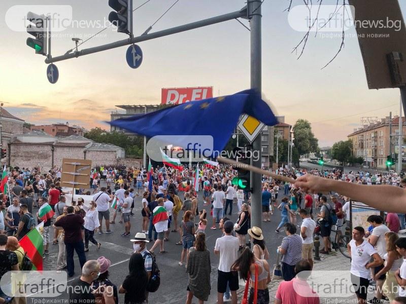 Протестиращи блокираха два моста на Марица, спряха движението