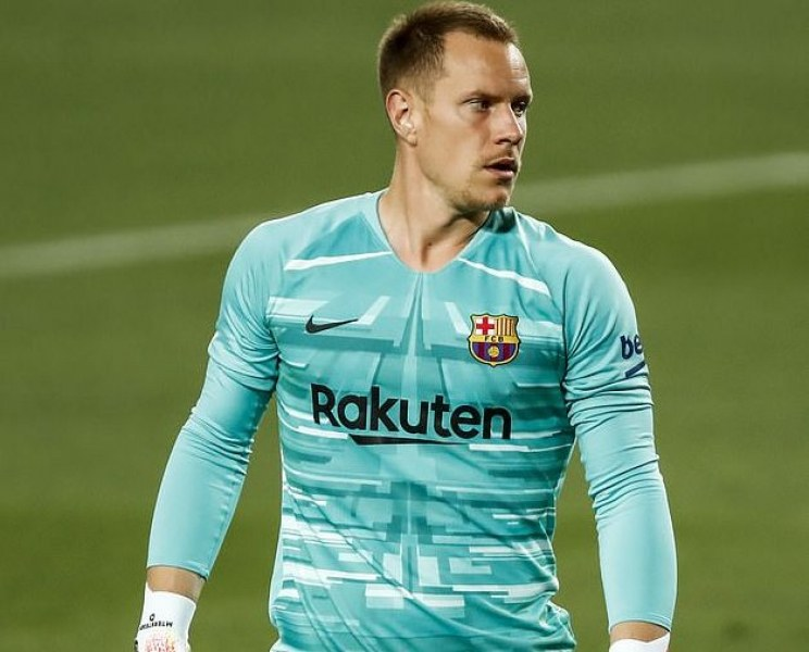 Започва наддаване за вратаря на Барселона