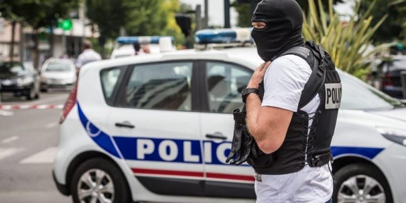 Кола се вряза в бар във Франция, има ранени