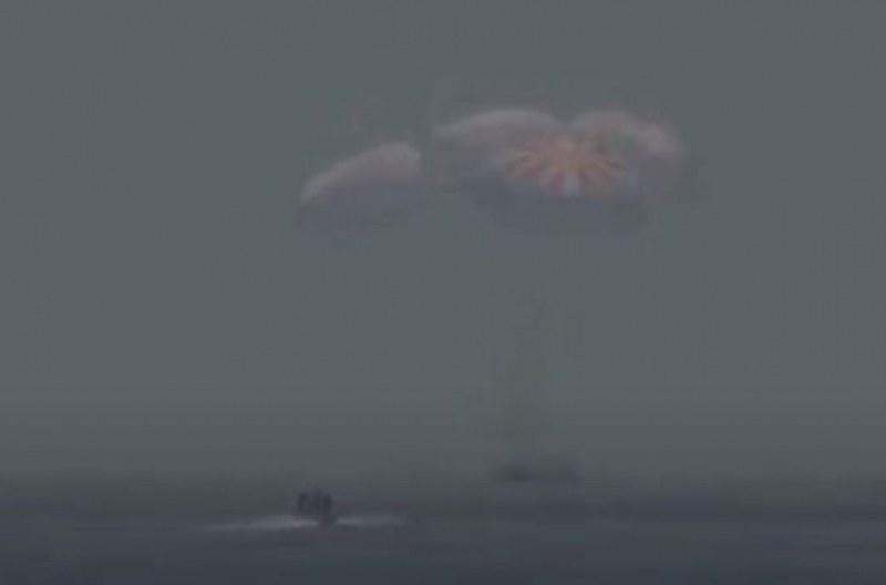 Космическият кораб на Space X кацна в океана!
