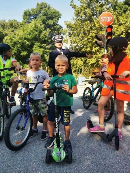 Пловдивски деца учат правилата за движение с игра
