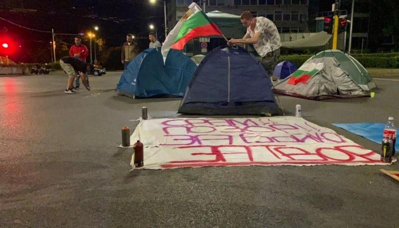 Протестиращи блокираха още едно кръстовище в София