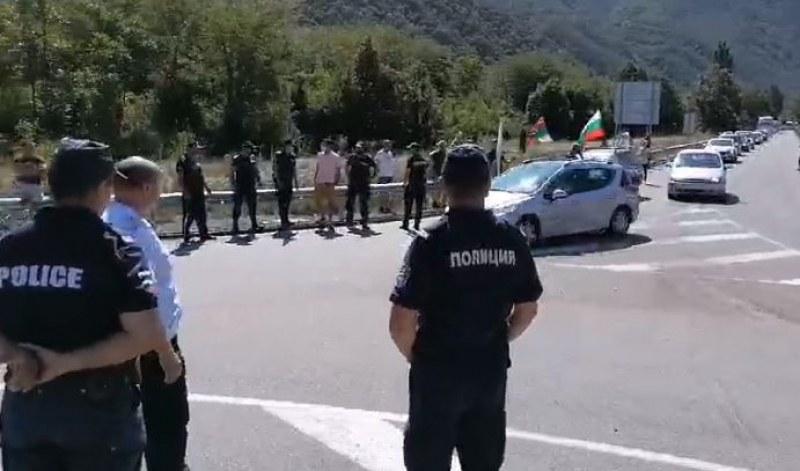 Протестиращи се готвят да затворят път Е-79 към Гърция