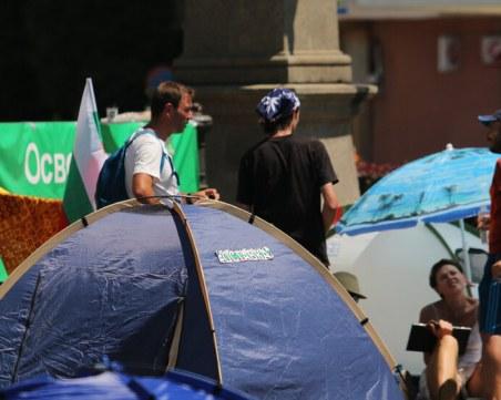 Блокадата на трите ключови кръстовища в София е от 50 души с  48 палатки и 20 шатри