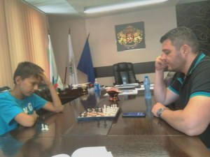 """Община """"Родопи"""" ще финансира младия шахматен талант Андрей Иванов"""