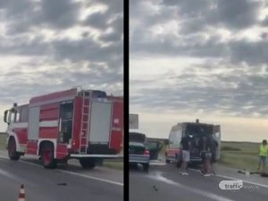 """Тежка катастрофа на АМ """"Тракия"""" – тир и кола се удариха, на място са линейка и пожарна"""