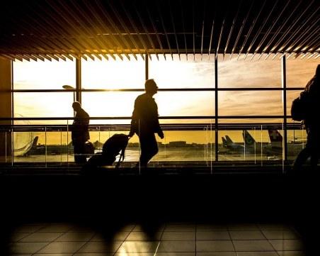 Бой в самолет заради пътник, отказал да сложи маска