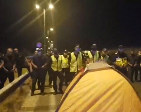 """Полиция обгради протестиращите, блокирали АМ """"Марица"""""""