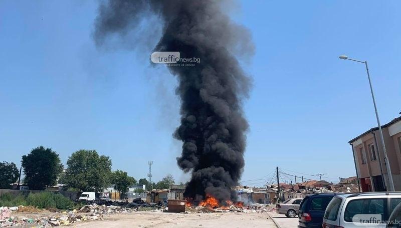 Само за няколко часа: Отново запалиха сметището в Шекера